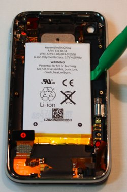 iphone-3g-s-battery-removal1.jpg 2025×1423 pixels.jpg