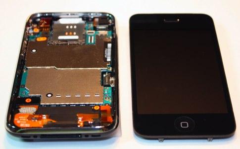 iphone-3g-s-in-half1.jpg 1809×1394 pixels.jpg